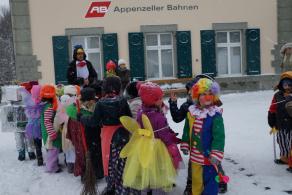 schmutzige-donschtig-kindergaertler-umzug-65